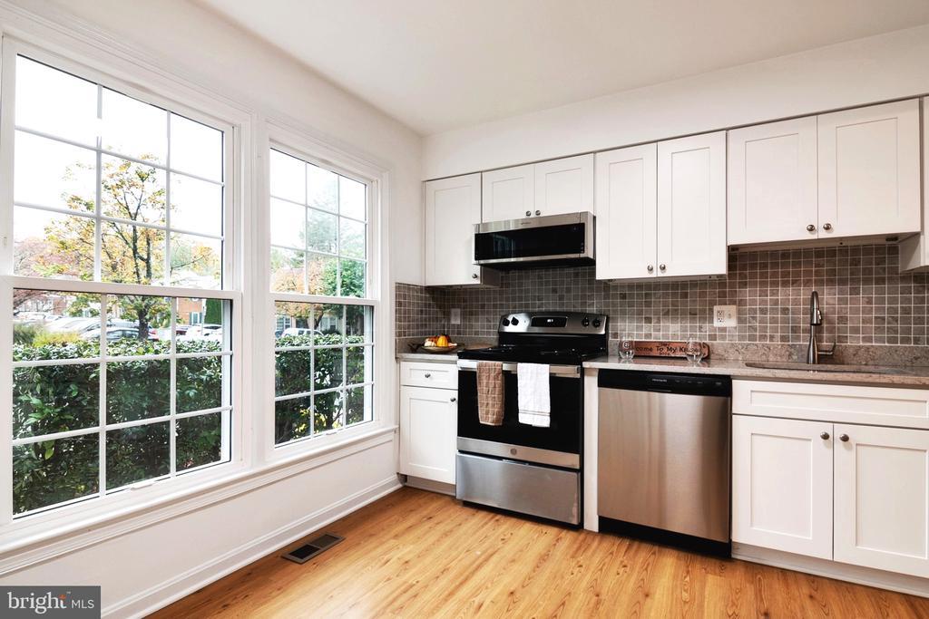 Kitchen - New Granite counter tops - 6304 TEAKWOOD CT, BURKE