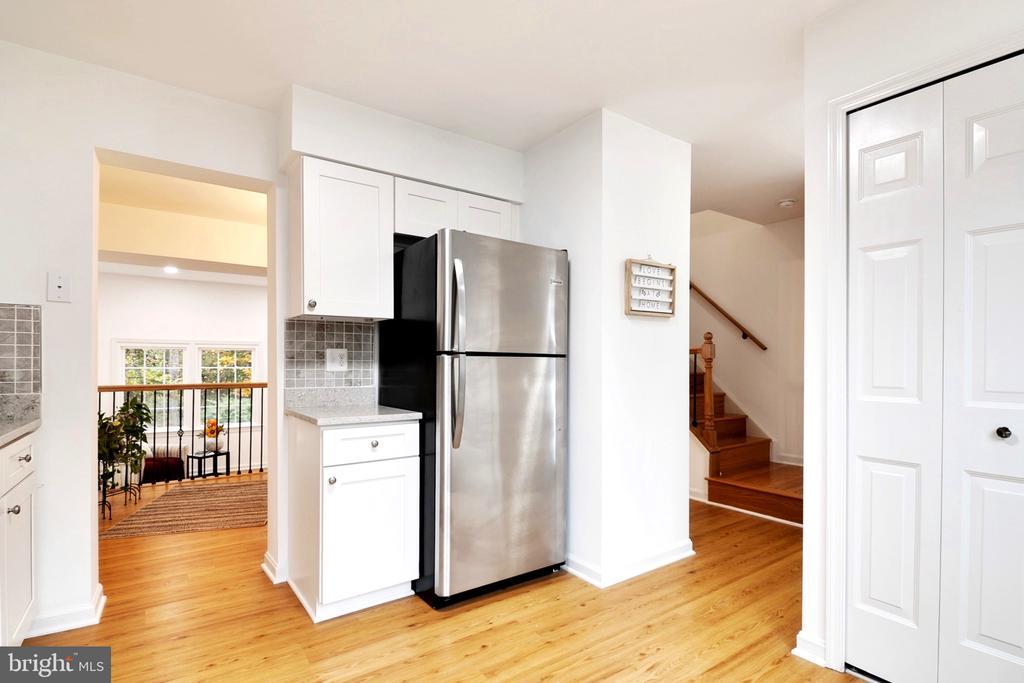 Kitchen - New Hard Floors - 6304 TEAKWOOD CT, BURKE