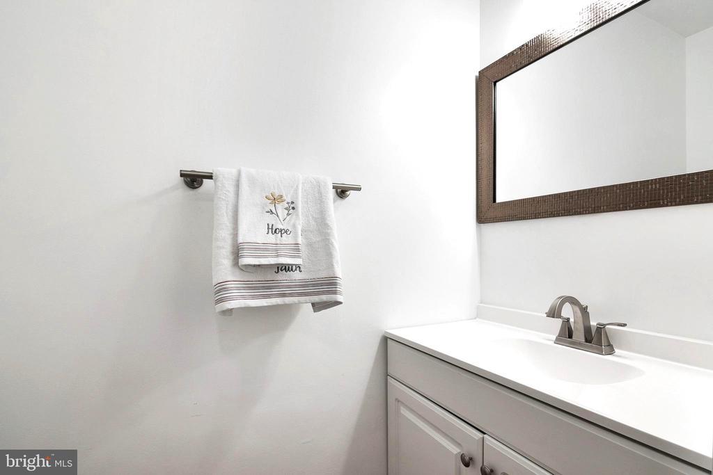 Powder Room - Newly Renovated - 6304 TEAKWOOD CT, BURKE