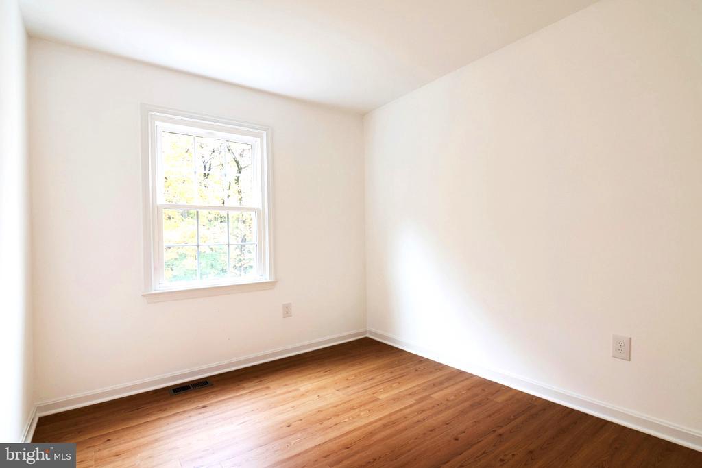 3rd Bedrooms are spacious too - 6304 TEAKWOOD CT, BURKE