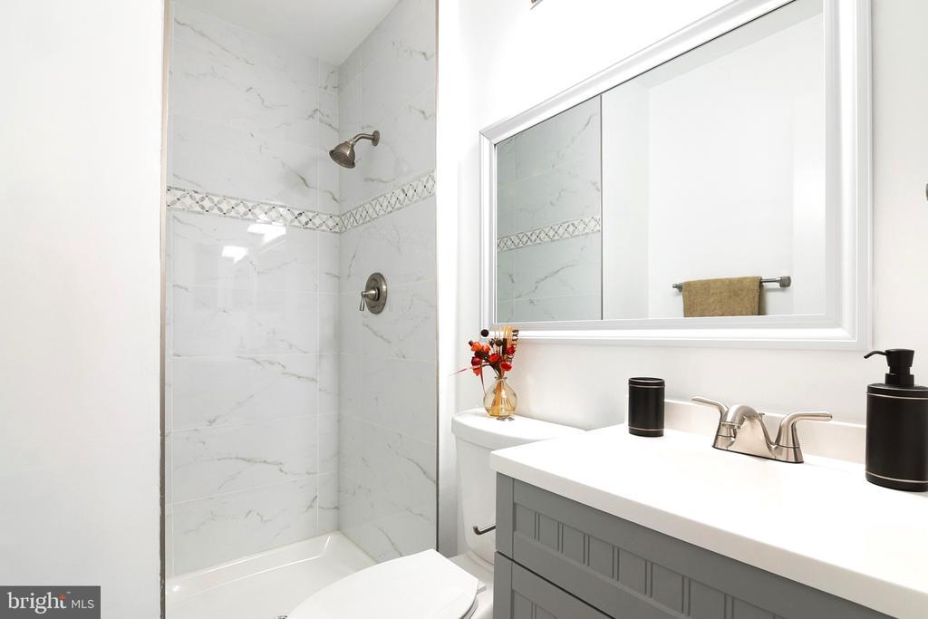 Master Bathroom - Renovated - 6304 TEAKWOOD CT, BURKE