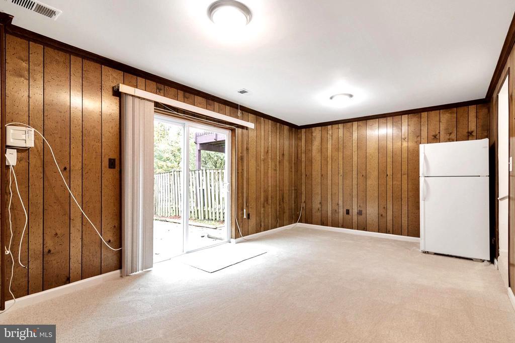 Family Room - Lower Level - 6304 TEAKWOOD CT, BURKE