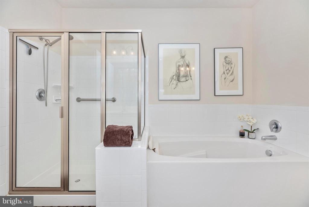 Master Bath has shower & soaking tub. - 2513 MILL RACE RD, FREDERICK