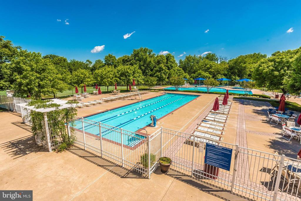 Community Pools - 2513 MILL RACE RD, FREDERICK