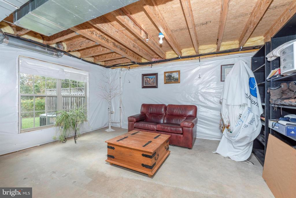 Great space for Bonus Room? 4th Bedroom?  Art Rm? - 2513 MILL RACE RD, FREDERICK