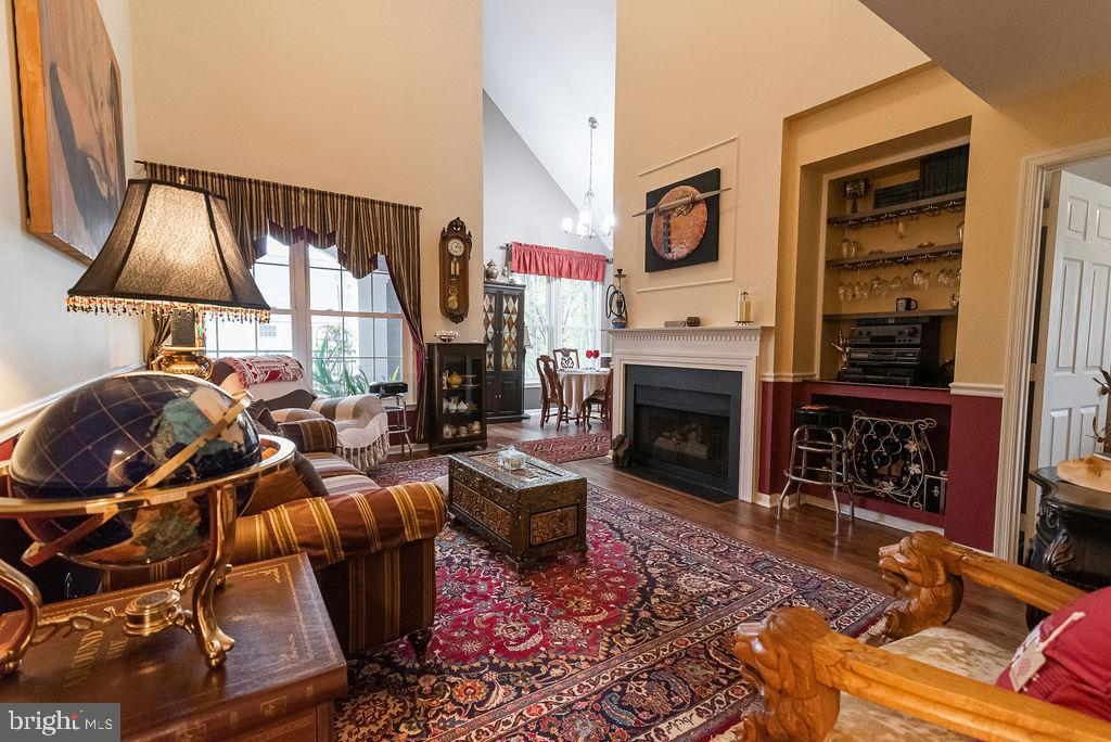 Elegant living room with gas fireplace - 46580 DRYSDALE TER #300, STERLING