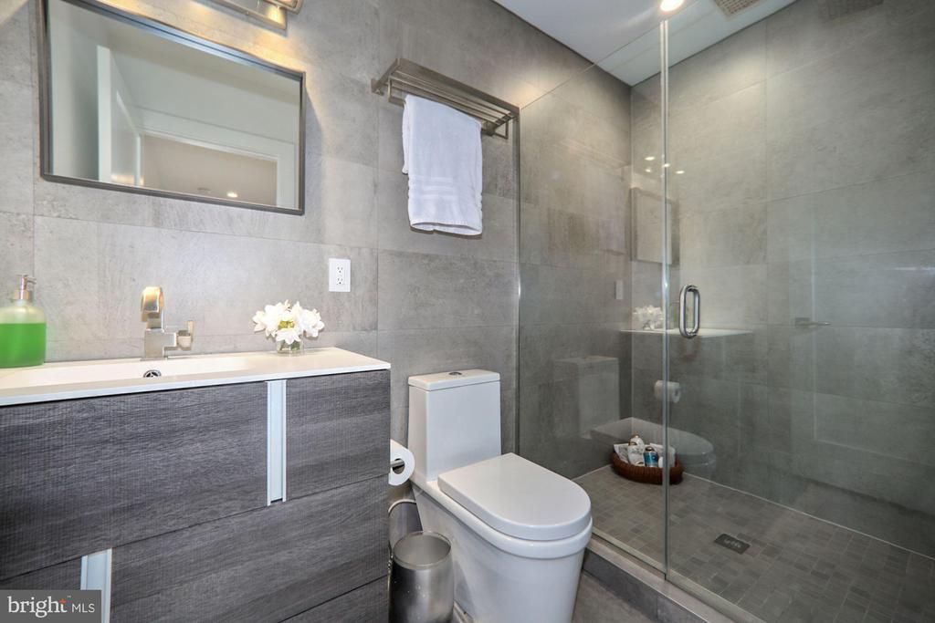 1st Floor full bath - 4319 MURDOCK MILL RD NW, WASHINGTON