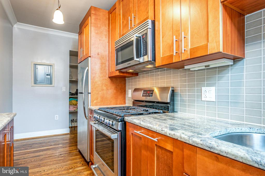 Stainless steel appliances - 3025 PORTER ST NW #23, WASHINGTON