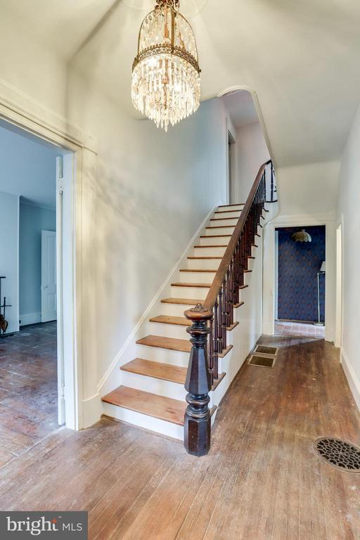 Imagine the history that occurred in this foyer! - 210 N KING ST, LEESBURG