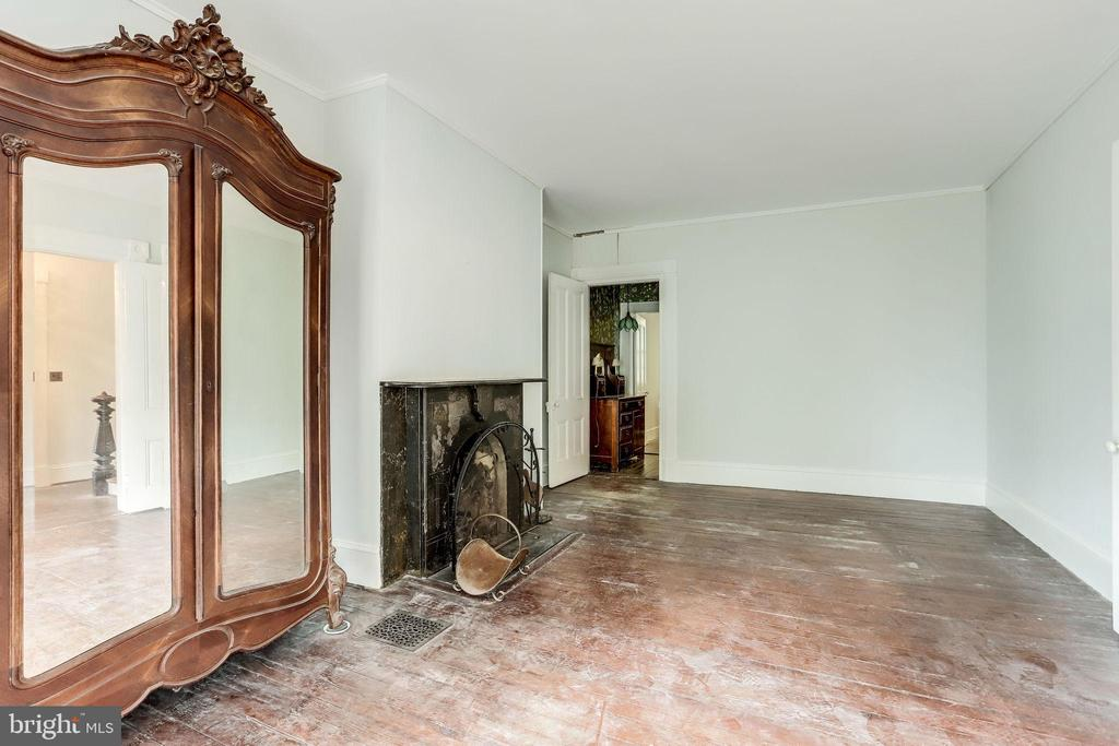 Originial wood floors throughout - 210 N KING ST, LEESBURG