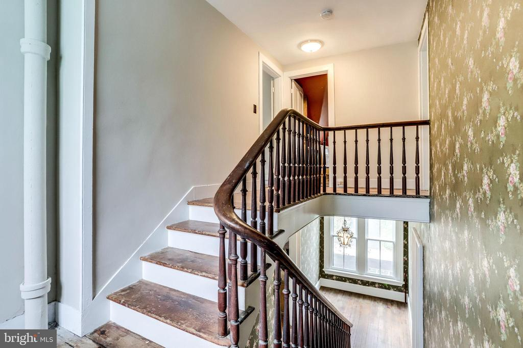 Landing between second and third levels - 210 N KING ST, LEESBURG