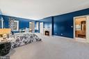 Large bedroom with en suite bath - 40568 HIDDEN HILLS LN, PAEONIAN SPRINGS