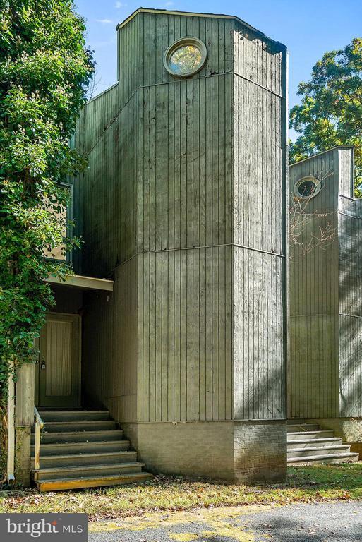 Staff House exterior - 40568 HIDDEN HILLS LN, PAEONIAN SPRINGS