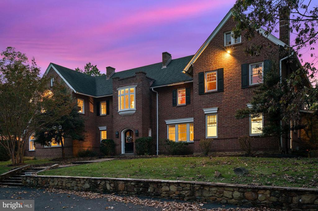The historic Arthur Godfrey estate - 40568 HIDDEN HILLS LN, PAEONIAN SPRINGS