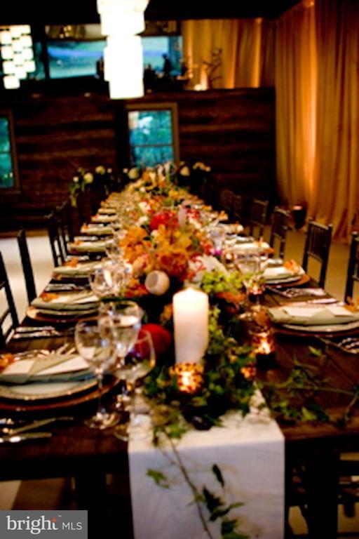 Party Barn wedding - 40568 HIDDEN HILLS LN, PAEONIAN SPRINGS