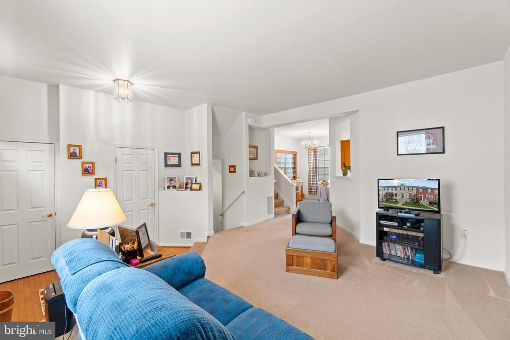 Family Room, Opening To The Dining Room - 10206 MAGNOLIA GROVE DR, MANASSAS
