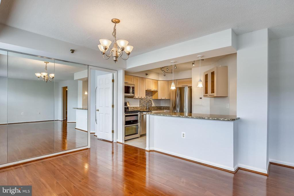 Kitchen and dining room view - 1301 N COURTHOUSE #1607, ARLINGTON