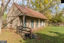 Four stall barn - 19010 GUINEA BRIDGE RD, PURCELLVILLE