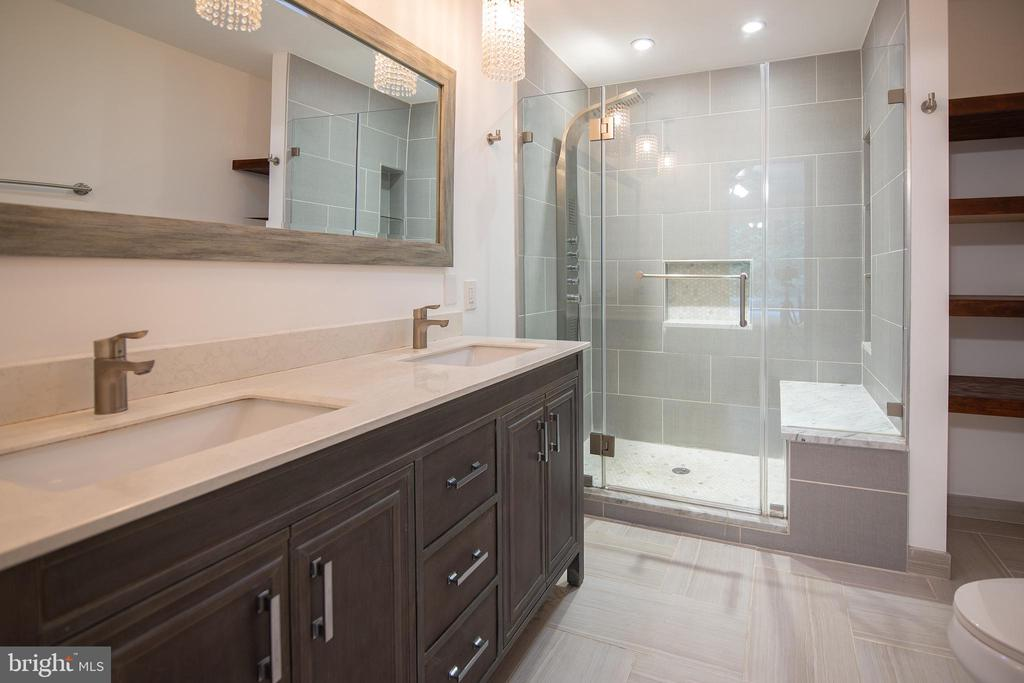 Owner's bath - 11580 WOODHOLLOW CT, RESTON