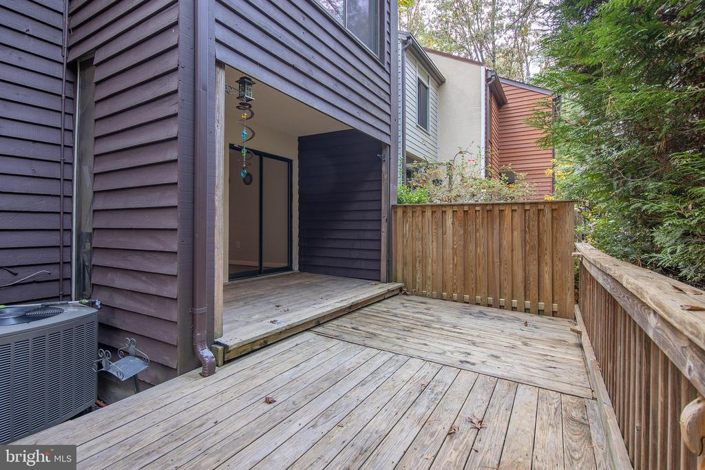 Private deck - 11580 WOODHOLLOW CT, RESTON