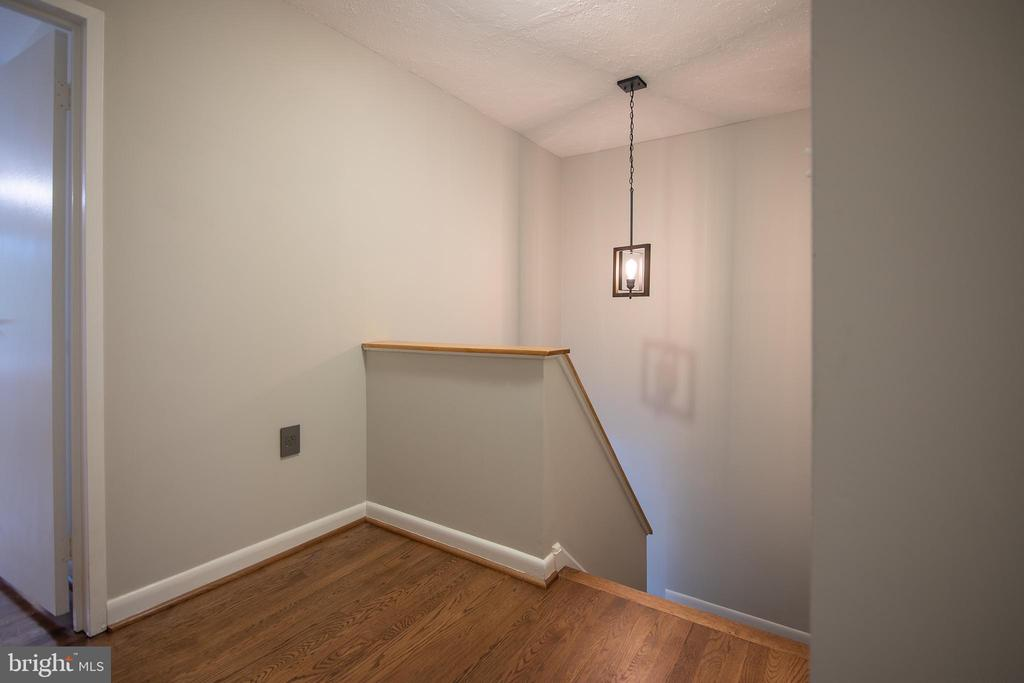 Upper level landing - 11580 WOODHOLLOW CT, RESTON