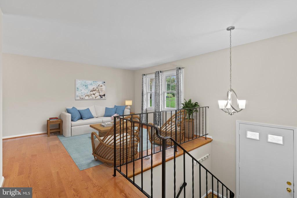 Foyer opens to light-filled living room - 207 ORCHARD CIR, HAMILTON