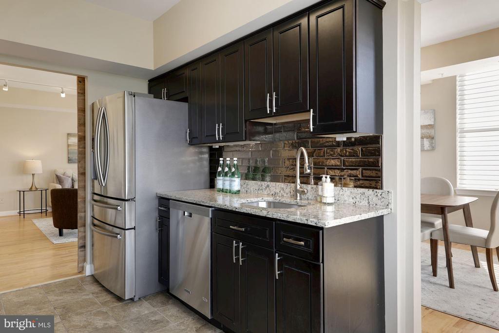 Kitchen - 5000 BATTERY LN #1003, BETHESDA