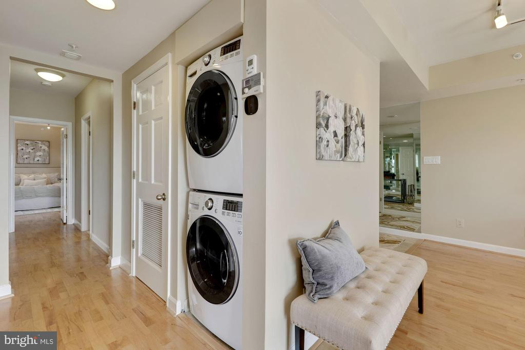 In-Unit Laundry - 5000 BATTERY LN #1003, BETHESDA