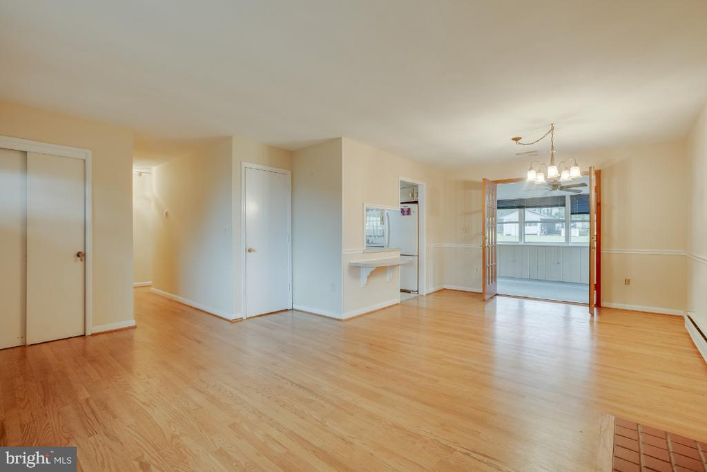 Living room, dining room, kitchen, and sun room - 161 LAWSON RD SE, LEESBURG
