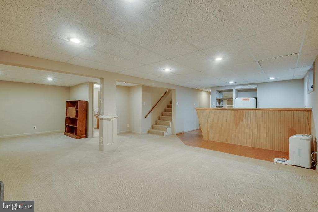 Recreation room with recessed lighting - 161 LAWSON RD SE, LEESBURG
