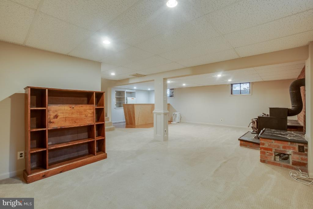 Great nook, perfect for office space - 161 LAWSON RD SE, LEESBURG