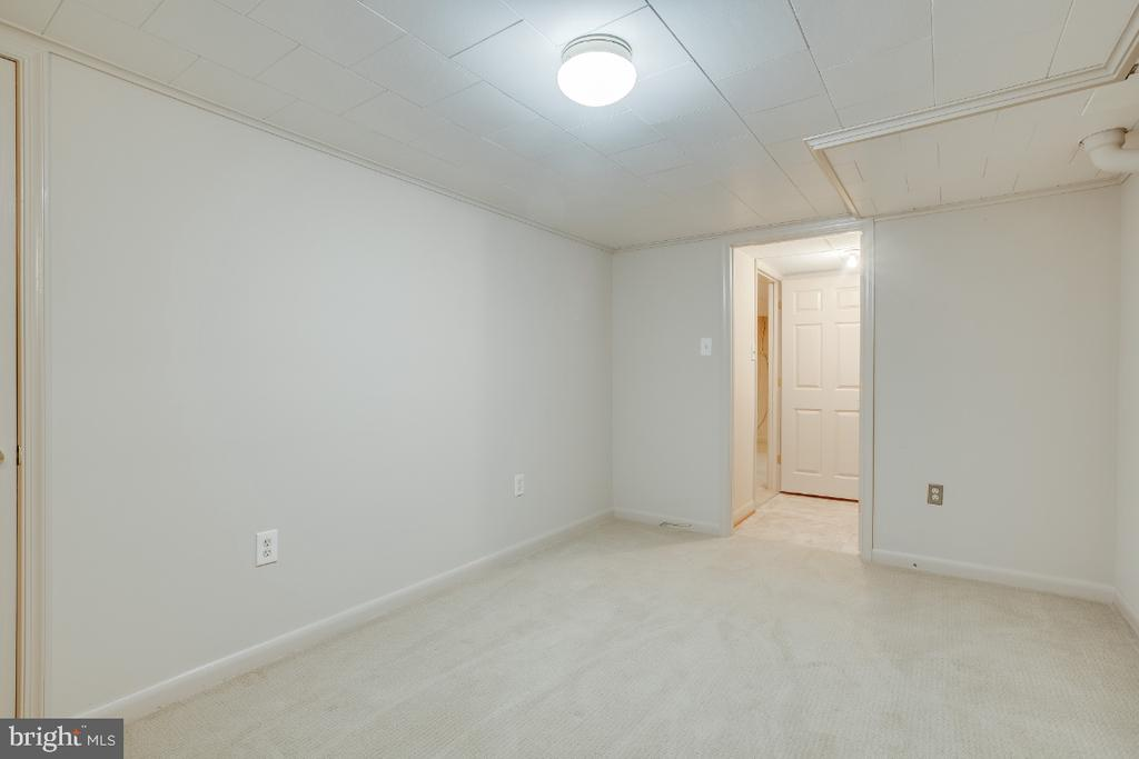 Lower level interior den - 161 LAWSON RD SE, LEESBURG