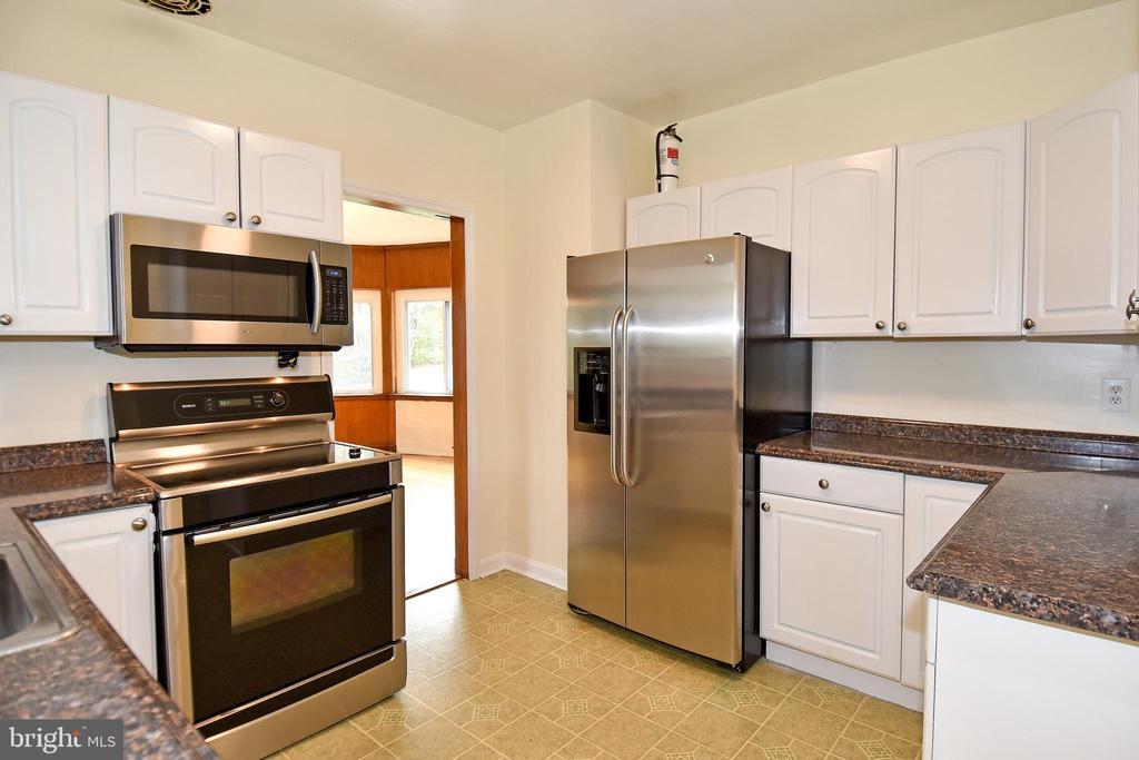 Stainless Steal Appliances - 8700 ARLINGTON BLVD, FAIRFAX