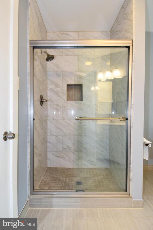 Full Size Shower - 8700 ARLINGTON BLVD, FAIRFAX