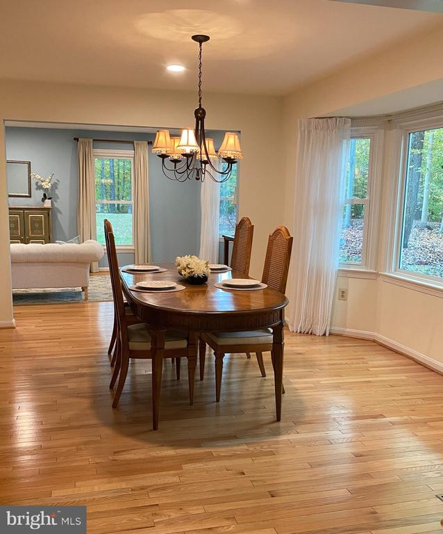 Spacious dining for the holidays w/big bay window - 11798 TARGET CT, WOODBRIDGE