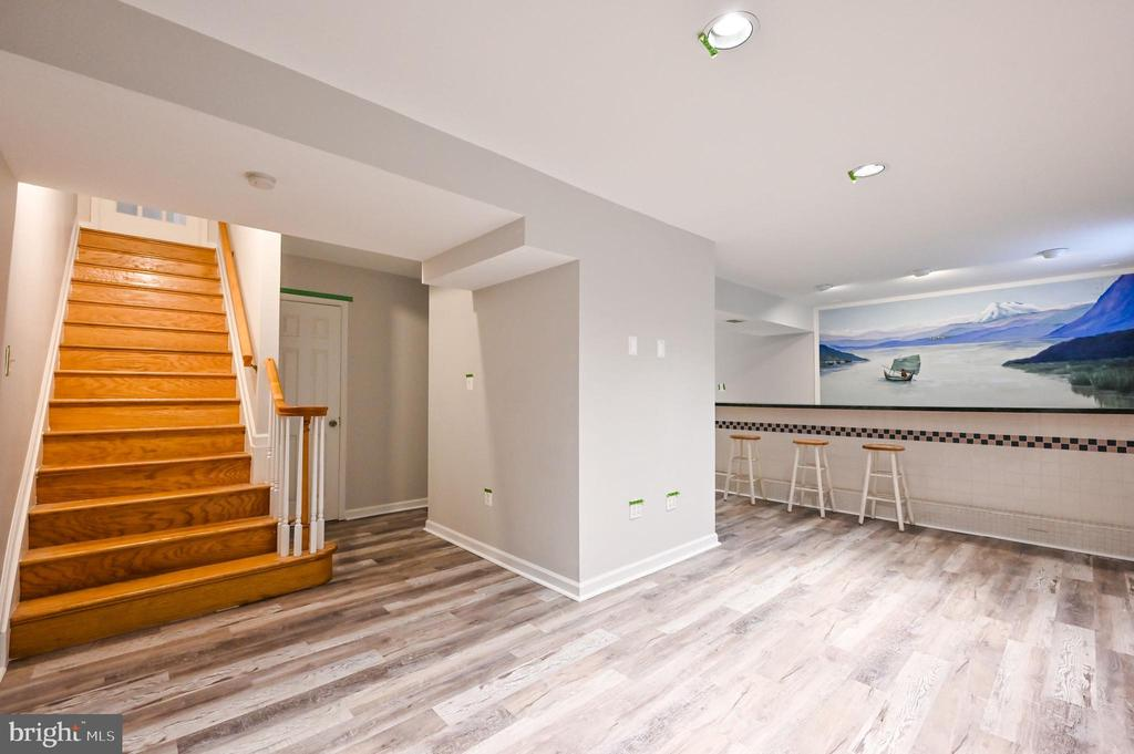 2nd Stairs to Main Level from Rec Rm - 5040 CANNON BLUFF DR, WOODBRIDGE