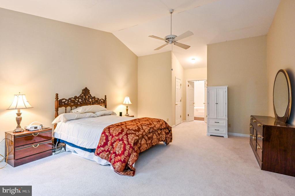 Master Bedroom w 2 Walk In Closets - 5040 CANNON BLUFF DR, WOODBRIDGE