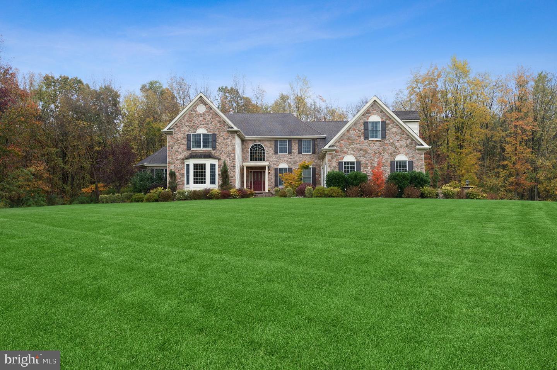 Single Family Homes para Venda às Monroe Township, Nova Jersey 08831 Estados Unidos