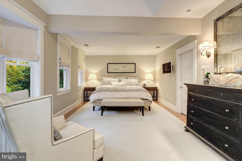 Elegant Owner's Suite - 3307 MACOMB ST NW, WASHINGTON