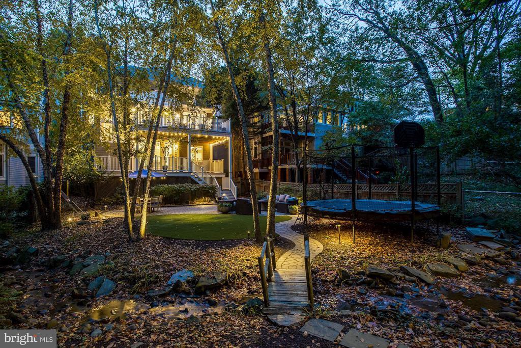 Private Backyard Oasis - 3307 MACOMB ST NW, WASHINGTON