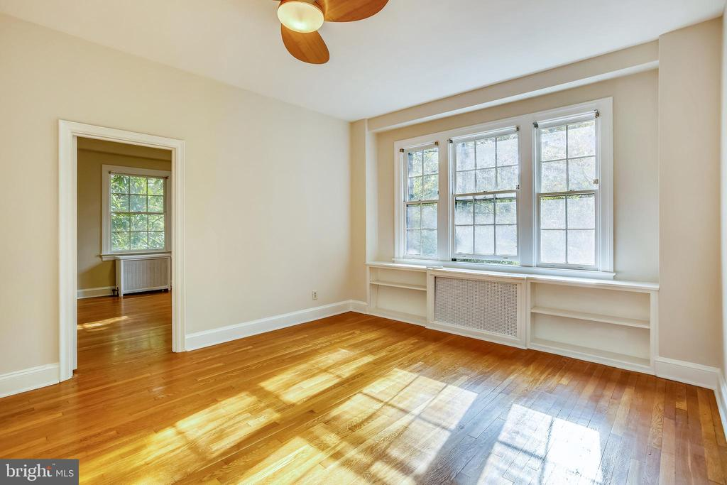 Gorgeous Natural Light - 3900 CONNECTICUT AVE NW #105-F, WASHINGTON