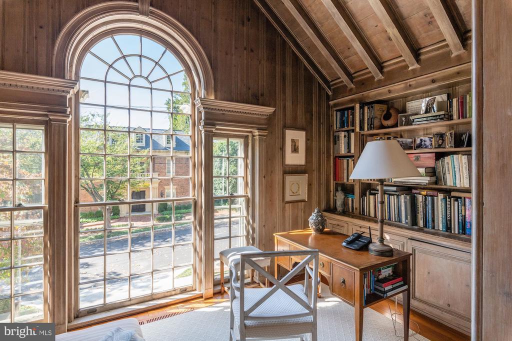 Beautiful Light-Filled Sunroom - 2829 WOODLAND DR NW, WASHINGTON