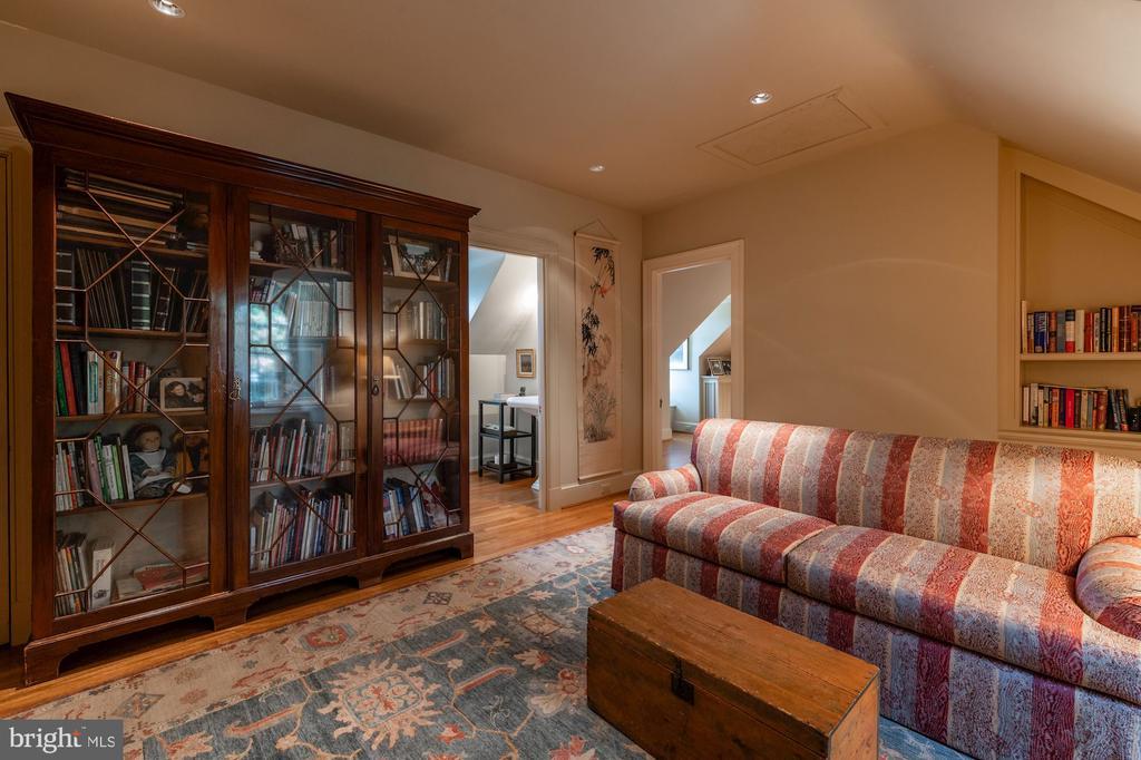Sitting Area/Third Floor - 2829 WOODLAND DR NW, WASHINGTON