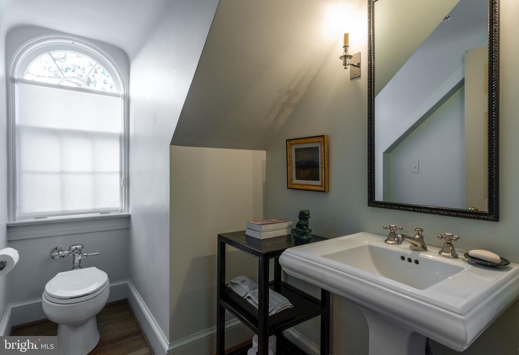 Half Bath/Third Floor - 2829 WOODLAND DR NW, WASHINGTON