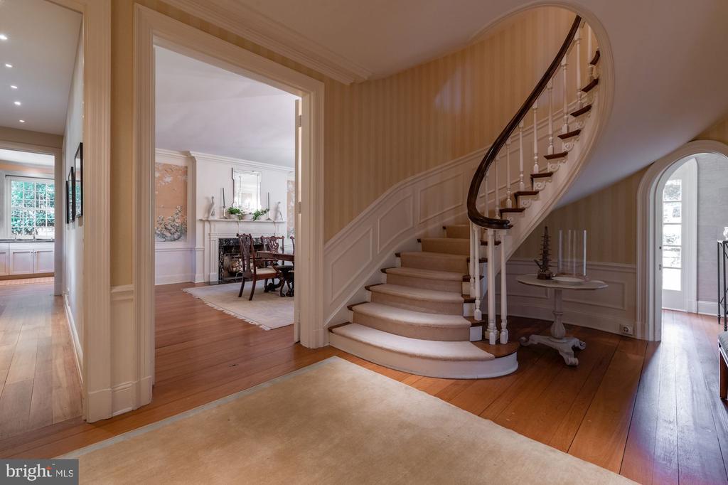 Foyer - 2829 WOODLAND DR NW, WASHINGTON