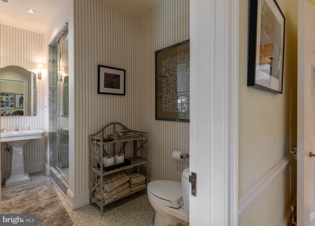 Full Bath/Second Floor - 2829 WOODLAND DR NW, WASHINGTON