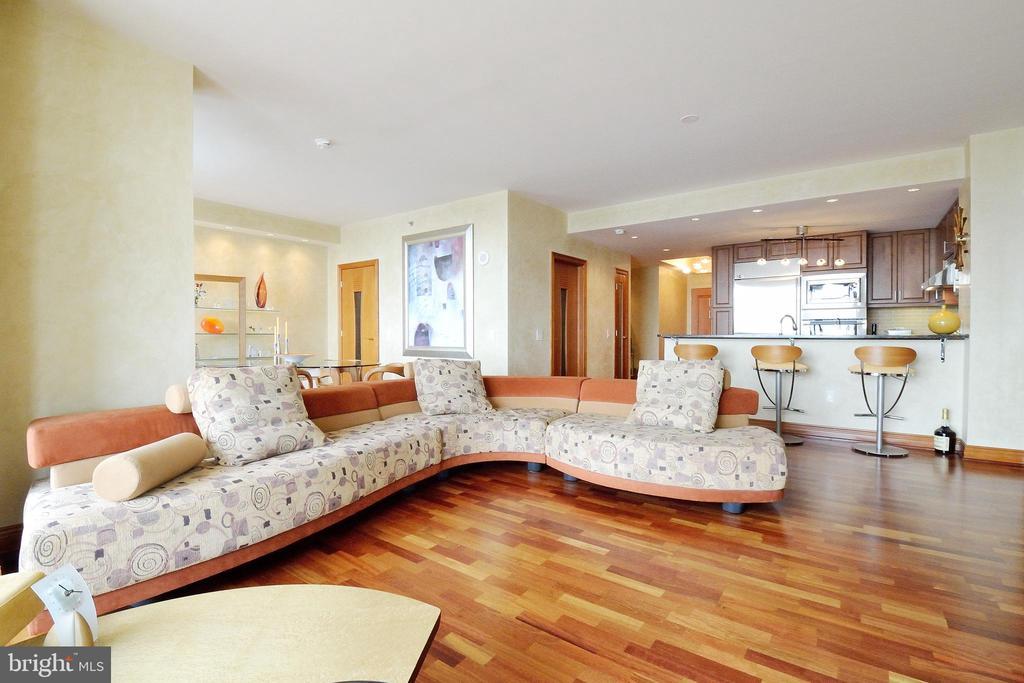 440 Broad Street, Philadelphia, Pennsylvania 19146, 1 Bedroom Bedrooms, ,2 BathroomsBathrooms,Residential Sale,Residential Sale,Broad,17,PAPH952078
