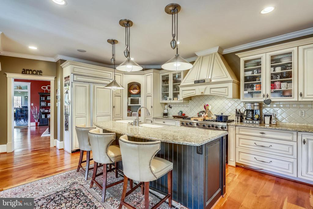 Gourmet Kitchen with top of the line appliances - 4808 WHISKEY CT, IJAMSVILLE