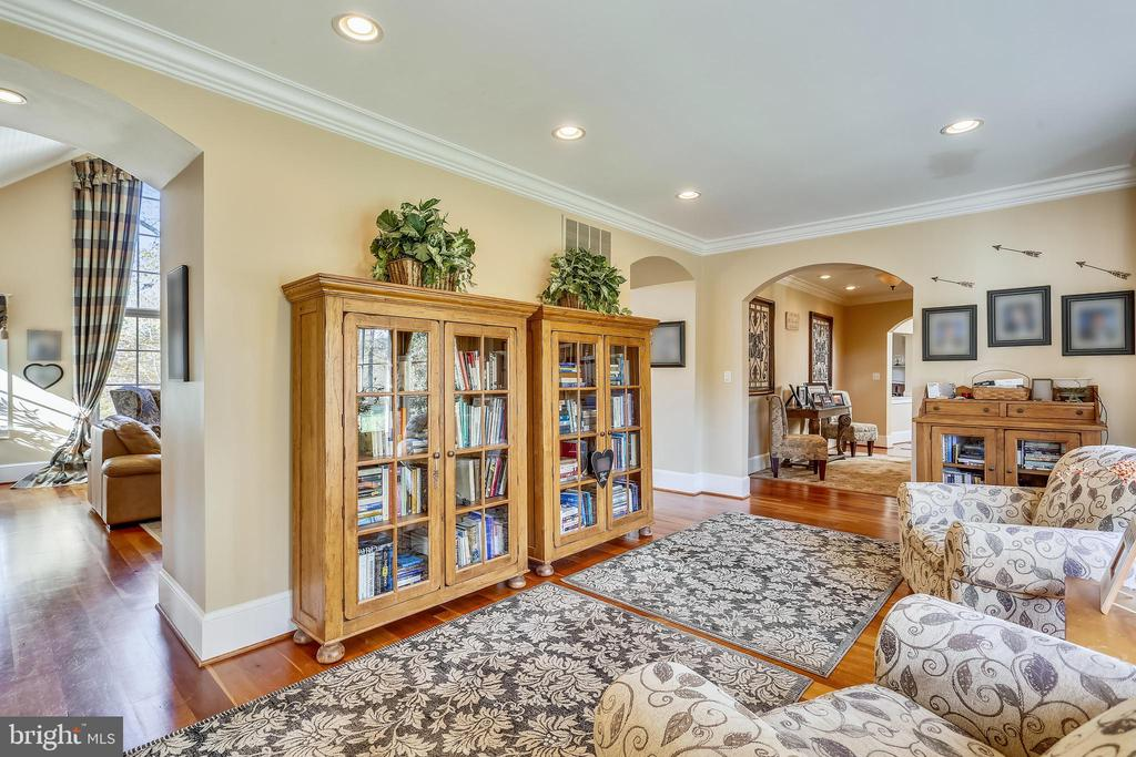 Sitting Room Entry Way Open to Both Sides of Home - 4808 WHISKEY CT, IJAMSVILLE