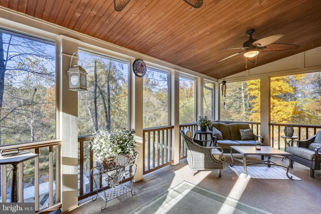 Screened Porch with Ceiling Fans - 4808 WHISKEY CT, IJAMSVILLE